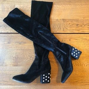 Pearl detailed boots